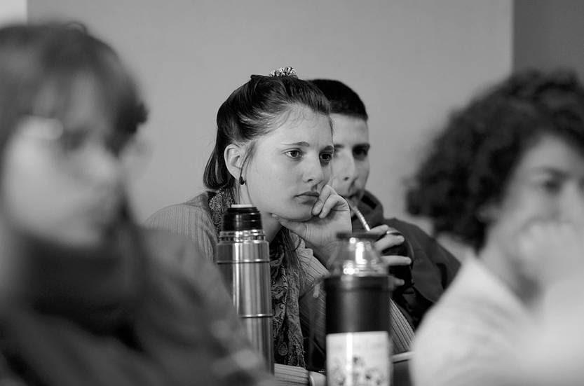 Charla sobre violencia y seguridad, en el marco de las jornadas de investigación de la Facultad de Ciencias Sociales. Foto: Pablo Vignali