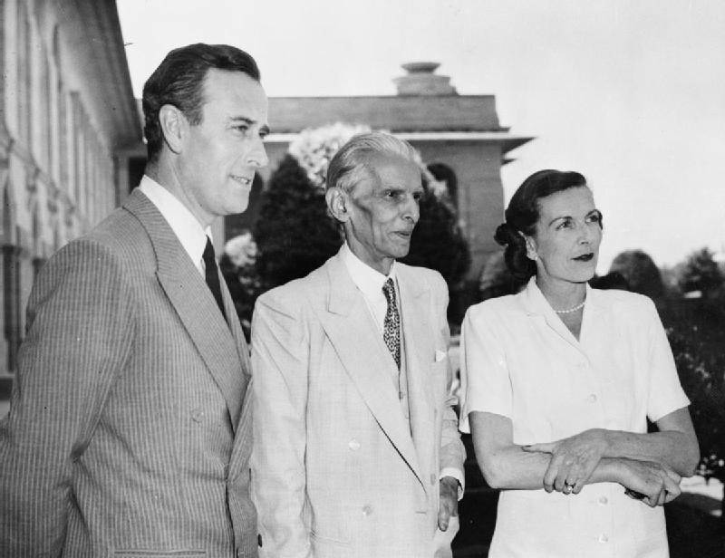 Lord Louis Mountbatten and his wife Edwina Mountbatten with Jinnah - 1947 - 10