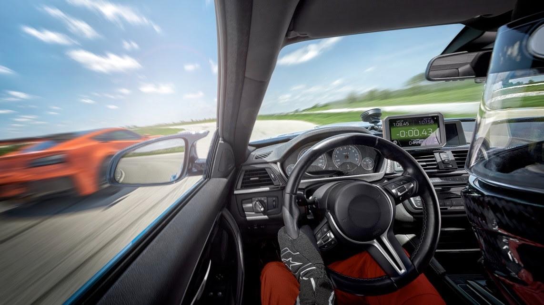 A Garmin apresenta o Catalyst™, um impressionante dispositivo de rendimento para condução de automóveis desportivos em circuito