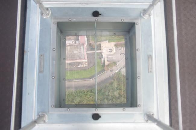 窓下シースルーガラス