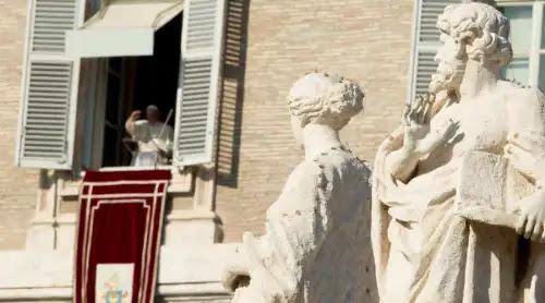 Más importante que las cosas materiales es cultivar la fe, subraya el Papa Francisco