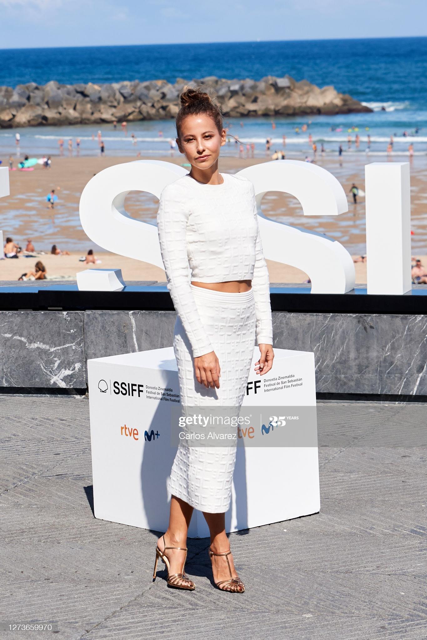 9140ec67 36c6 492a ac8a 8c46333af6de - Festival de San Sebastián: Todas las celebrities que han lucido Jimmy Choo y Elisabetta Franchi en la alfombra roja