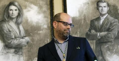 Martiño Noriega, de la plataforma ciudadana Compostela Aberta, ha sido elegido hoy alcalde de la capital gallega con el apoyo del BNG y la abstención del PSdeG.
