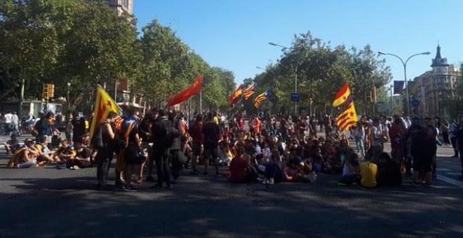 Los estudiantes cortan la Diagonal y la Gran Via de Barcelona por el 1-O