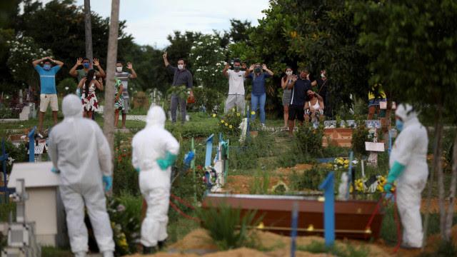 Brasil registra 1.320 mortes por Covid em 24 h e mais de 42 mil casos