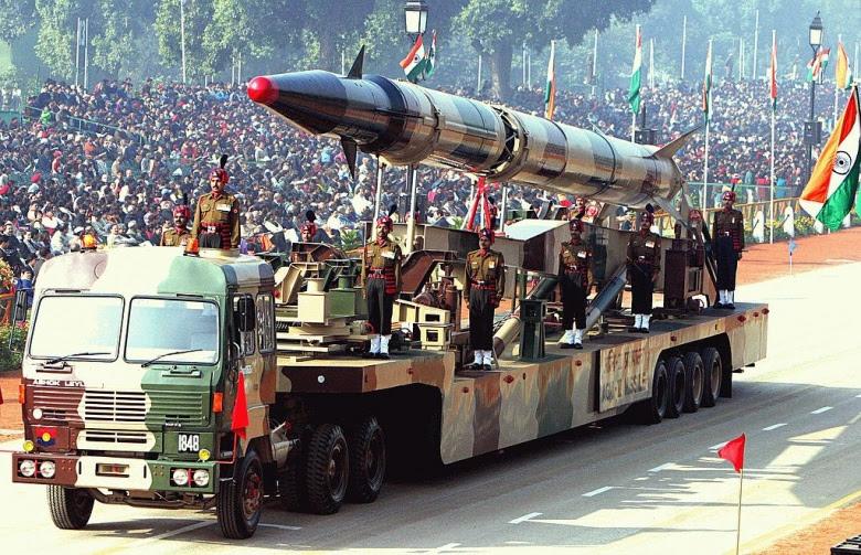 An Indian Agni-II intermediate range ballistic missile on a road-mobile launcher. Wikimedia Commons/Antônio Milena