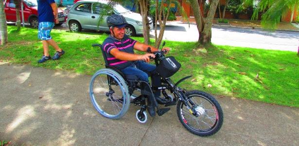 Com apenas 11 meses de idade, o agente administrativo Marcos David teve paralisia infantil e perdeu o movimento das pernas. Depois de transformar sua cadeira de rodas em um triciclo, a vida ficou mais fácil, segundo ele