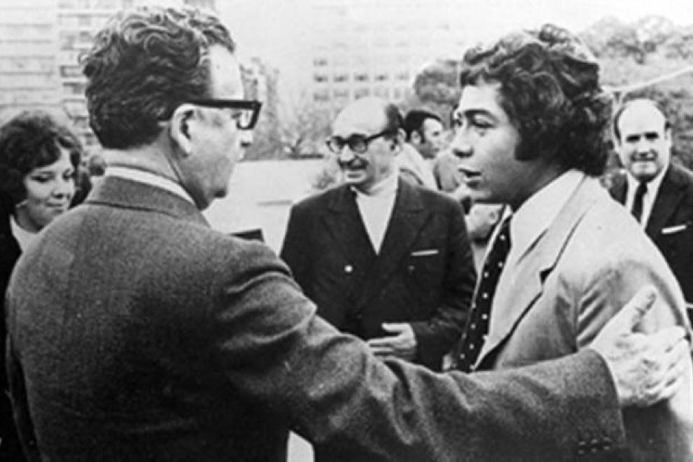 El jugador Carlos Caszely con el presidente Salvador Allende.