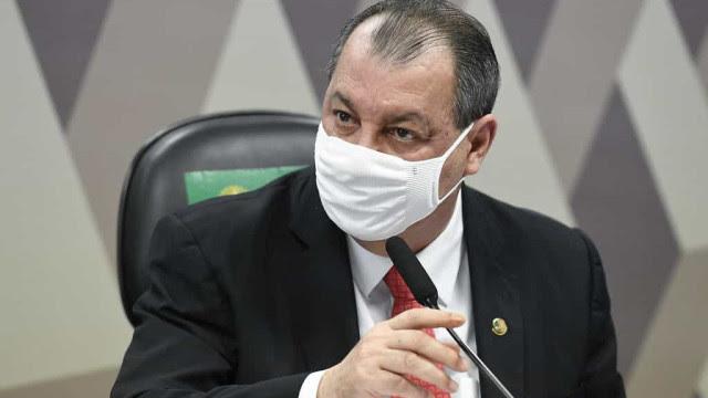 Aziz evita choque com militares, mas membros da CPI elevam tom contra 'tentativa de intimidação'