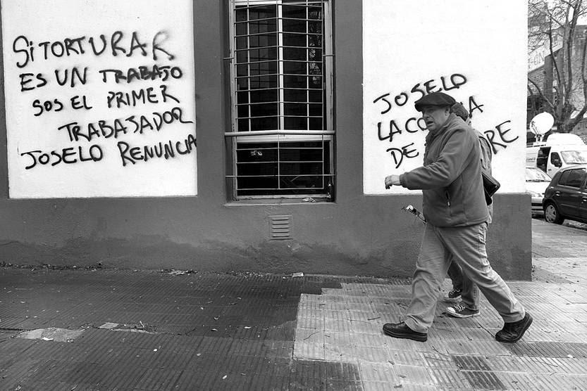 Pintadas, ayer, en la esquina del PIT-CNT. Foto: Santiago Mazzarovich
