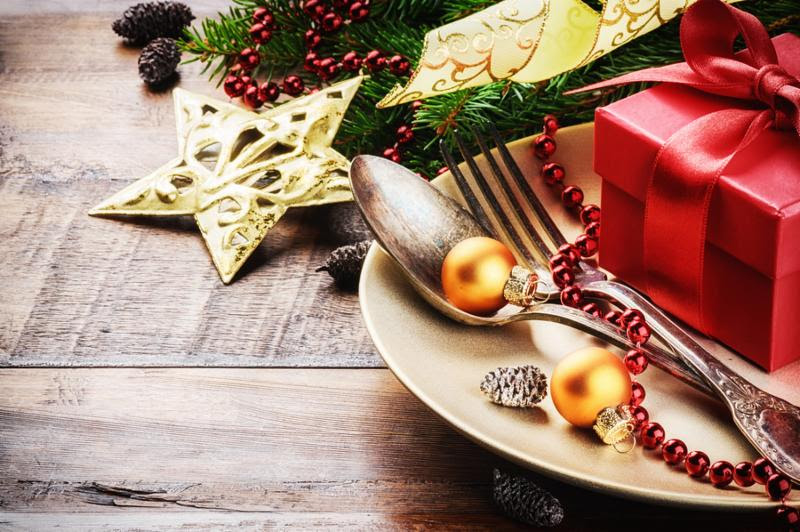 Christmas table setting in gold and red tone