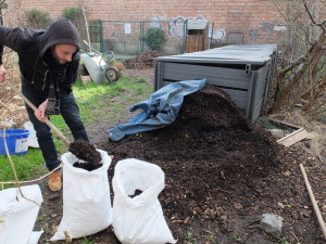 On relance la saison avec du bon compost de quartier...