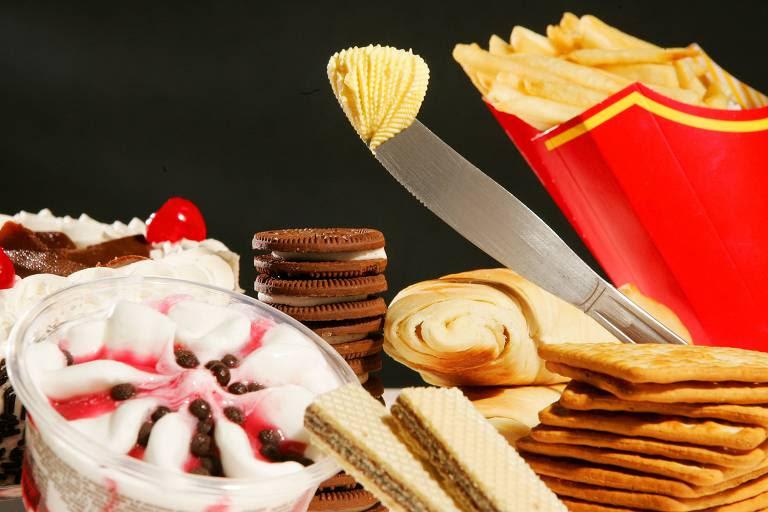 Entre os alimentos que contêm gordura trans estão bolachas recheadas, cream-cracker, margarina, batata frita de fast-food, sorvete, bolos, croissant, entre outros