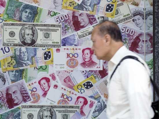 החלפת כספים בהונג קונג. /  צילום: רויטרס Tyrone Siu