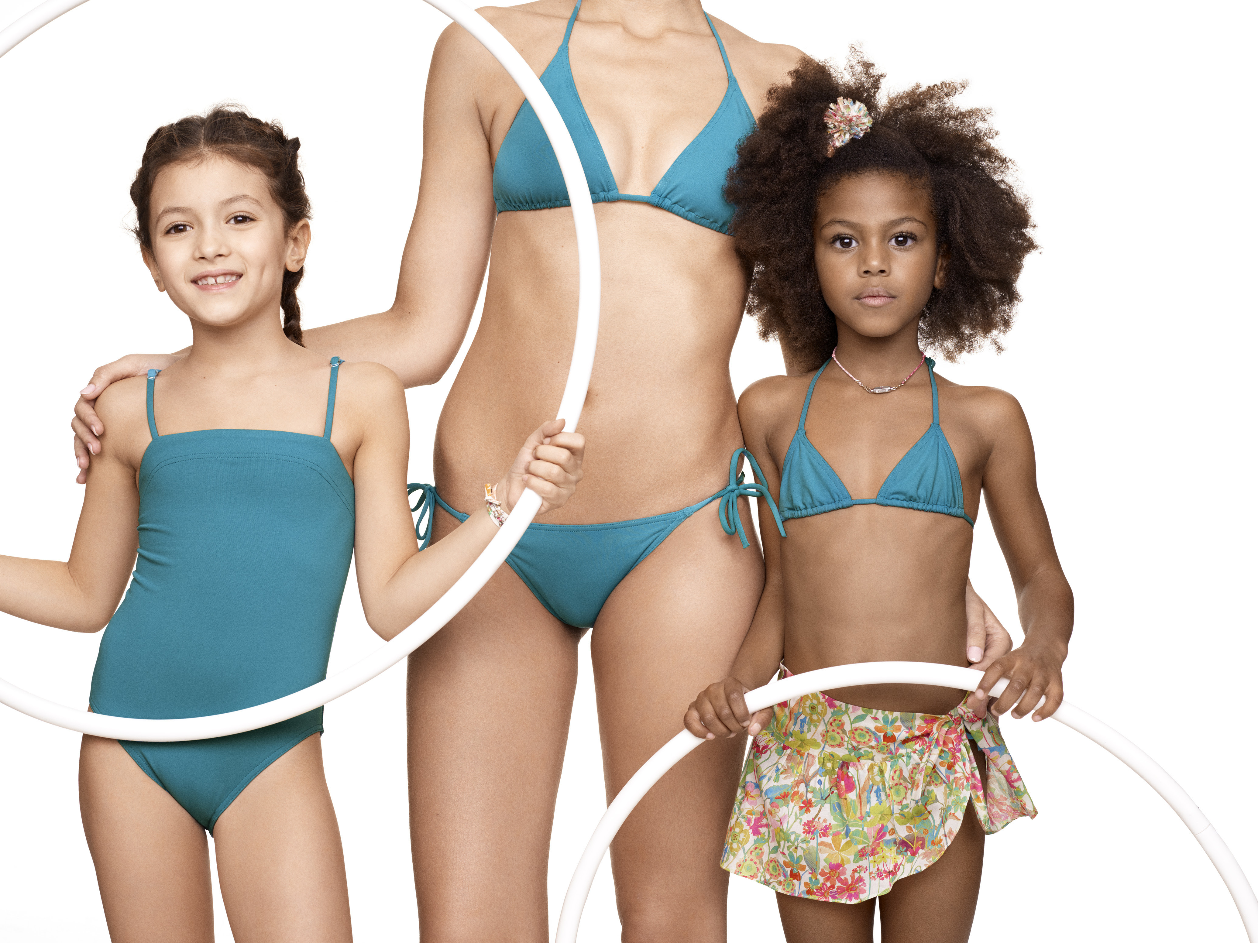 f04e432e e958 407f 8dc1 e0eef6455f34 - Eres y Bonpoint colaboran en una colección de  ropa de baño para niñas y madres