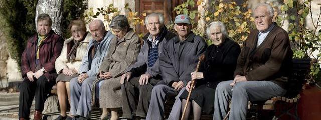 CCOO denuncia que, mientras las pensiones van perdiendo poder adquisitivo, el gasto en salud aumenta. EFE