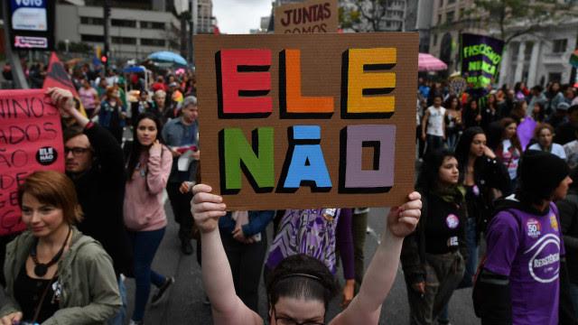 Grupos marcam novos atos contra Bolsonaro e querem mobilização longa
