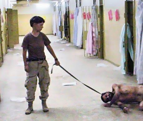 ΦΥΛΑΚΕΣ ABU Gharib -2004: Αμερικανοί στρατιώτες βασανίζουν κρατούμενους στο Ιράκ. Οι  εικόνες  έδειξαν την υποκρισία της Αμερικής, αφού οι στρατιώτες της ήταν τόσο απάνθρωποι όσο εκείνοι τους οποίους πολεμούσαν στην μάχη κατά της τρομοκρατίας.