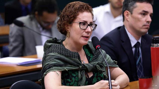 Carla Zambelli nega aval de Bolsonaro para propor STF a Moro