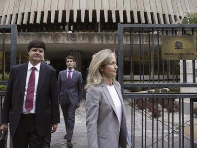 La abogada del Estado Marta Silva, a la salida del Tribunal Constitucional tras presentar los recursos del Gobierno.