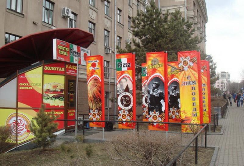 А в 2013 г. в центре Хабаровска возле кафе «Золотая птичка» появился целый ансамбль плакатов военно-гастрономического содержания