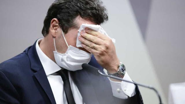 Wajngarten se esquiva de perguntas e é ameaçado de prisão em CPI; Flávio Bolsonaro chama Renan de vagabundo