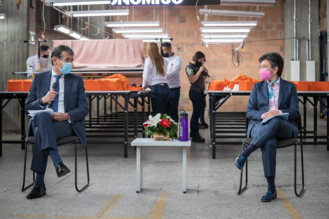 La alcaldesa Claudia López junto al ministro de Trabajo Ángel Custodio Cabrera, en la presentación de Empleo Joven. Foto. Alcaldía.