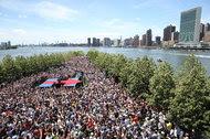 Aunque anunció su candidatura en abril de 2015, Hillary Clinton inició oficialmente su campaña en junio en Roosevelt Island, en Nueva York.