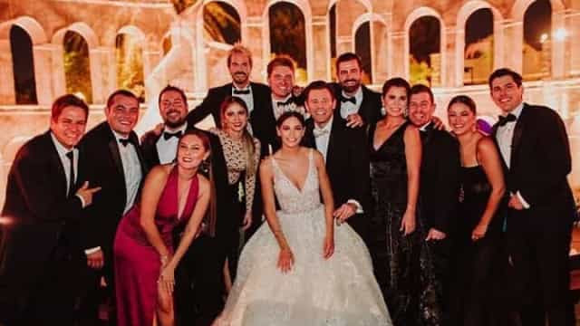 Ator mexicano se casa em festa de arromba. 100 convidados estão infectadoss
