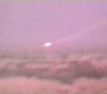 UFO News ~ 8/04/2015 ~ UFO Seen Over Lambourn and MORE Ufo-white-sands