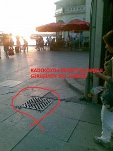 Kutsal değerlere saygısızlık görülen yerlerden biri de şehir mobilyası olan logar kapakları, üzerindeki çirkin tasarımla lillah kelimesinin yerde çiğnenmesine neden oluyor.