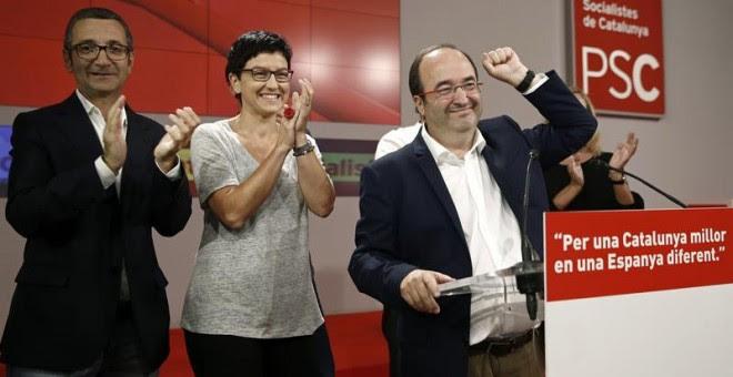 El candidato del PSC, Miquel Iceta, durante su valoración ante los medios de comunicación en la sede de los socialistas catalanes en Barcelona../ EFE