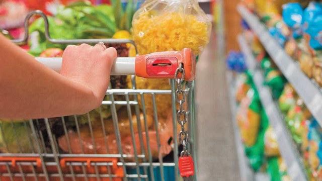 Cesta básica fica 33% mais cara sob Bolsonaro, e lista de compras encolhe