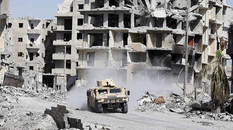 Vehículo blindado de las Fuerzas Democráticas Sirias, apoyadas por EE.UU., en la localidad siria de Raqa, el 8 de octubre de 2017.