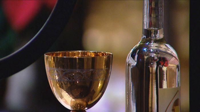 Poświęcenie wina na pamiątkę św. Jana, apostoła i ewangelisty - Telewizja  Polska SA
