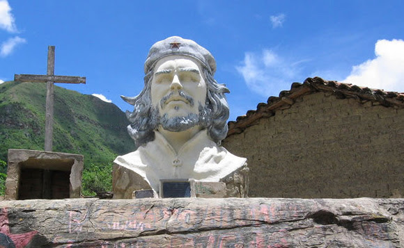 Monumento al Che en la Higuera, Bolivia Monumento al Che en la Higuera.
