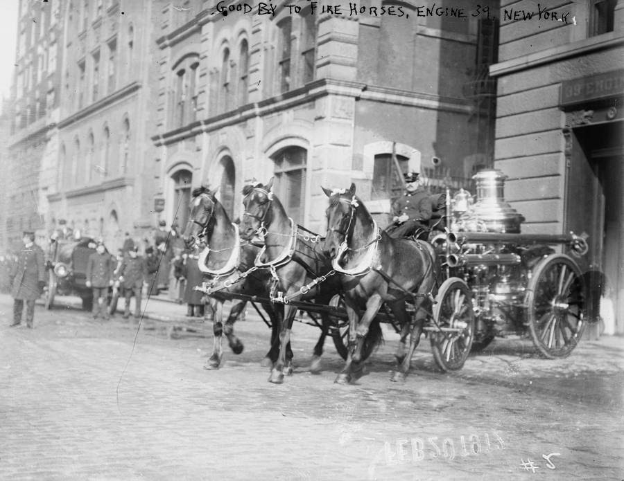 1912-horse-drawn_fire_engine_NY