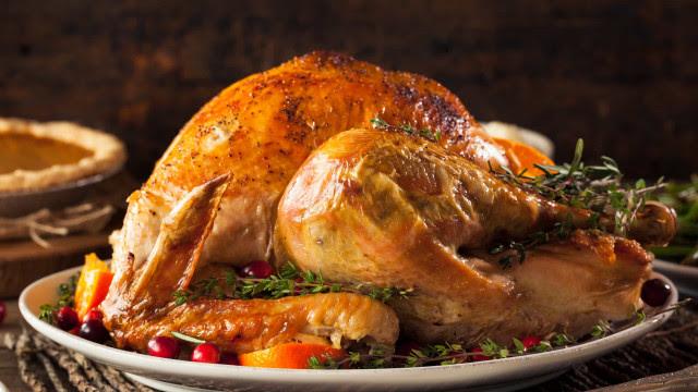 Durante quantos dias o peru se conserva na geladeira ou congelador?