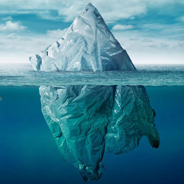 «Témpanos» de desechos producto de la contaminación del medio ambiente por bolsas de plástico. © Shutterstoc