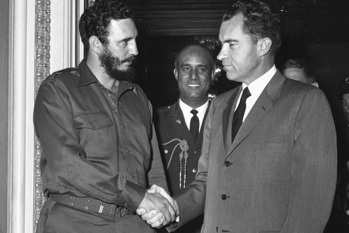 http://www.cubadebate.cu/wp-content/gallery/fidel-castro-visita-estados-unidos-abril-1959/fidel-castro-estrecha-la-mano-del-vicepresidente-richard-nixon_0.jpg