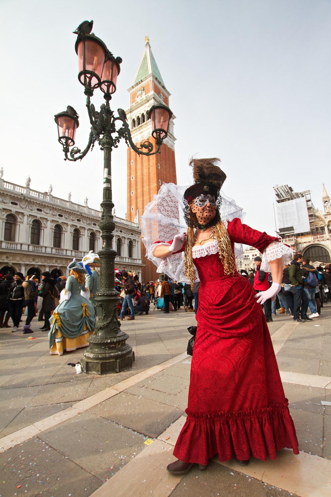 SanMarco_costumedwoman