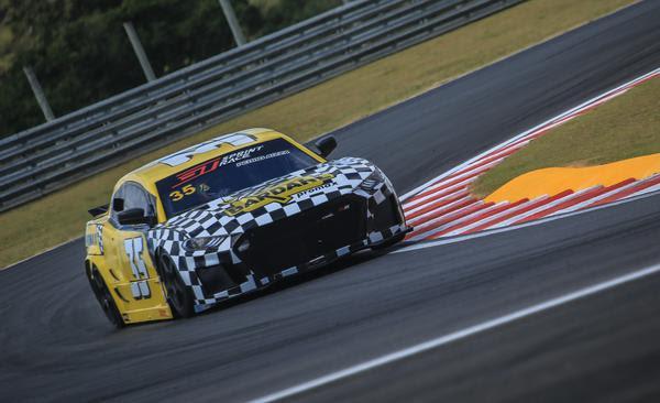 Piloto acelera na pista (Luciano Santos / SiGCom)