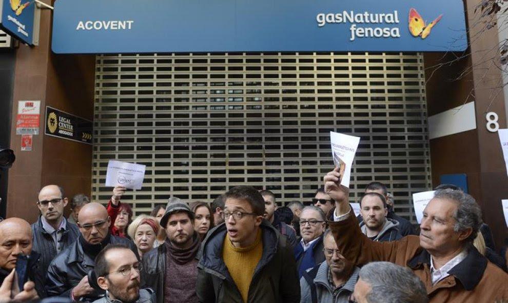 Íñigo Errejón y Pablo Echenique también han acudido a las protestas contra Gas Natural que se han organizado en Zaragoza / EFE