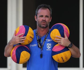 Treinador da Seleção Brasileira Masculina de Polo Aquático faz planos para pré-olímpico