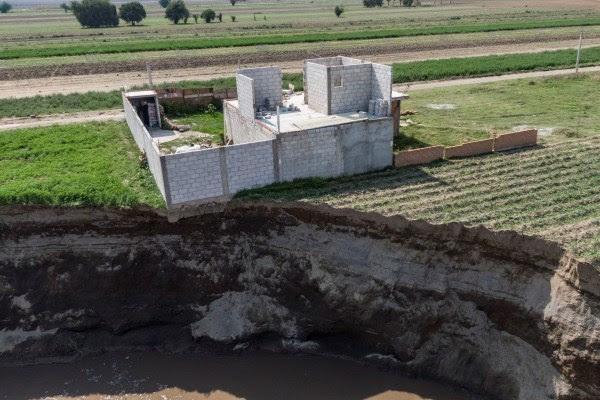 En México, una casa al borde del abismo