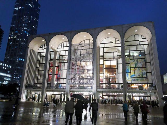 写真・図版 メトロポリタン歌劇場=ニューヨーク、鵜飼啓撮影