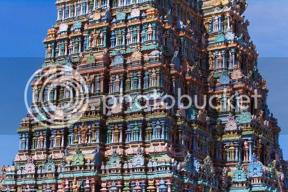 Quần thể đền nằm trên diện tích hơn 18 ha, bao gồm một số đền thờ nữ thần Meenakshi, nữ thần Parvati, vợ của thần Shiva trong đạo Hindu.