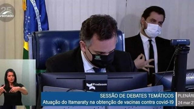 Senado quer demissão de Filipe Martins, e Bolsonaro procura outro cargo