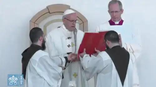 """El Papa anima a seguir estos 3 ejemplos del Padre Pío, """"apóstol del confesionario"""""""