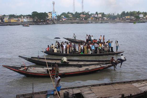 The ferry from Hasanabad to Hingalganj.